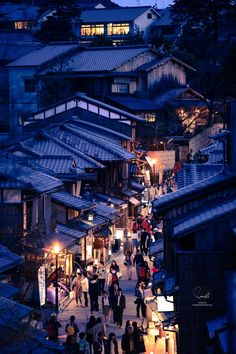 Higashiyama, Kyoto, Japan 東山 loved and repinned by Hattie Reegan's www.etsy.com/shop/hattiereegans