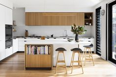 Creek House – An Overture to Mid-Century Design — Kitchen Renovation & Custom Kitchen Designs Kitchen Interior, New Kitchen, Kitchen Dining, Kitchen Decor, Sunroom Kitchen, Kitchen Ideas, Timber Kitchen, Kitchen Black, Kitchen Trends