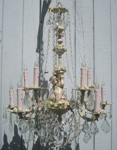 Love this chandelier!!   <3