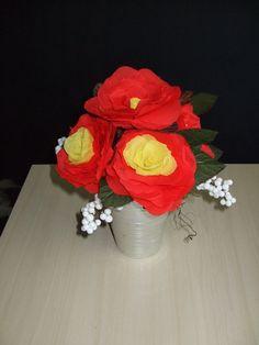 Crepe papier bloemen.Gemaakt door Gerrie van Leeuwen.