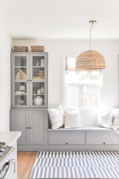 Diy Bench Seat, Diy Bench With Storage, Tv Storage, Ikea Built In, Dining Nook, Ikea Dining Room, Dining Room Cabinets, Ikea Wall Cabinets, Kitchen Cabinets