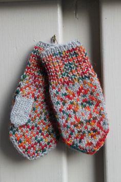 Handknitted norwegian mittens for children in grey by millabella