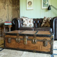 VINTAGE STEAMER TRUNK Coffee Table STORAGE TRUNK Rustic Industrial TRAVEL TRUNK