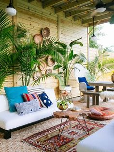 42 Best Tropical Patio Design Ideas to Copy ~ Ideas for House Renovations Small Patio Ideas On A Budget, Budget Patio, Small Backyard Landscaping, Backyard Patio, Landscaping Ideas, Backyard Designs, Outdoor Rooms, Outdoor Living, Outdoor Seating