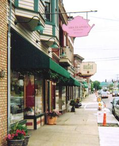 15 Slow-paced Small Towns in Kentucky I feel a road trip coming on. #MAWPrints
