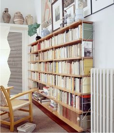 TRIA 36 WALL SYSTEM - Designer Shelving from Mobles 114 ✓ all information ✓ high-resolution images ✓ CADs ✓ catalogues ✓ contact information ✓. Interior Garden, Home Interior Design, Interior Architecture, Wall Shelving Systems, Storage Shelving, Minimal Home, Eclectic Living Room, Home Deco, Bookshelves