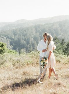 Natural Engagement Session Outfit Ideas | Wedding Sparrow | Taylor & Porter
