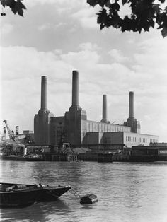 Battersea Power Station, Art Deco Stil, Vintage London, London Photos, Willis Tower, Historical Photos, San Francisco Skyline, Find Art, Framed Artwork