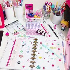 Novembro já tá rolando, e é hora de movimentar os adesivos, anotar compromissos, ideias e sonhos. 🌼🌈🍭 Amo fazer isso! 😄💕 .  Planner: @the_happy_planner 📕 .  Boa noite pessoas! 😊🍵🍩 .  #novembro #planner #planneradict #plannergirl #thehappyplanner #love #picture