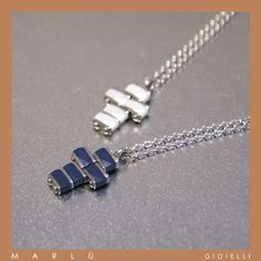 Catena in acciaio con croce in ceramica bianca e blu della collezione #ManClass. Steel chain with cross with blue e white ceramic. #ManClass collection