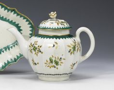A Worcester teapot and cover circa 1775