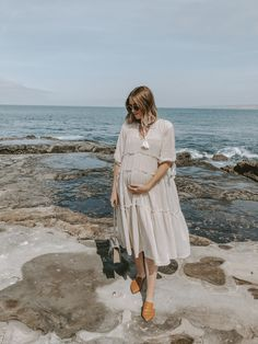Spring means two things: warmer weather and flowy, floral dresses. Camilla of Navy Grace shares her selects of this Springs flowy dresses Stylish Maternity, Maternity Wear, Maternity Fashion, Maternity Dresses, Flowy Dresses, Pregnancy Looks, Pregnancy Outfits, Pregnancy Style, Baby Bump Style