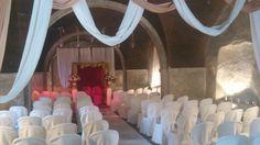 Indoor indoor ceremony set up
