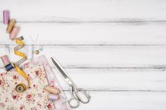 Discover thousands of copyright-free stock photos. Graphic resources for personal and commercial use. Thousands of new files uploaded daily. Denim Background, Flower Background Wallpaper, Background Patterns, Design Sites, Sewing Needles, Instagram Frame, Sewing Art, Paper Hearts, Watercolor Pattern