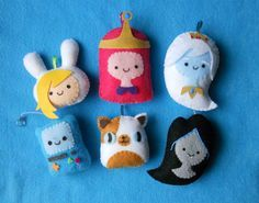 Fiona, Princess Bubblegum, Ice Queen, Beemo, Cake and Marceline Cute Crafts, Felt Crafts, Diy And Crafts, Arts And Crafts, Adventure Time Crafts, Adventure Time Parties, Adventure Time Plush, Craft Projects, Sewing Projects