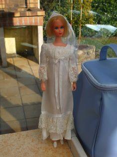Image - Deux autres tenues Barbie de 1972 - Skyrock.com Barbie Life, Barbie Dolls, Vintage Barbie Clothes, Doll Clothes, Barbie Bridal, Old Toys, Old And New, Cold Shoulder Dress, Dresses