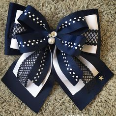Getting Ready For A Glamorous Back To Sc Fashion - Diy Crafts - maallure Making Hair Bows, Diy Hair Bows, Diy Bow, Ribbon Hair, Ribbon Bows, Ribbons, Baby Girl Accessories, Diy Hair Accessories, Fabric Flowers