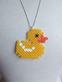 Hand gemachte Statement Halskette im Pixel Art Design.  Kettenlänge 70 cm (auf Wunsch kostenfrei verlängerbar) 100% nickelfrei Höhe des Anhängers: ca. 5 cm bei Wunsch kostenfreie...