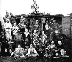 Vintage Circus Freak Clowns - No, this is not a tour photo for the Insane Clown Posse, though these circus performers do look more like a bloodthirsty gang than a merry group of family entertainers. Clown Film, Gruseliger Clown, Es Der Clown, Circus Clown, Creepy Clown, Creepy Circus, Creepy Carnival, Circus Acts, Clown Posse