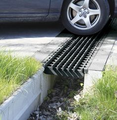 Gardens Discover FLEX-Drain 50110 Solid Landscape Flexible Expandable Landscaping Drain P. Driveway Drain, Driveway Landscaping, Permeable Driveway, Backyard Drainage, Landscape Drainage, Trench Drain, Diy Water Feature, Drainage Solutions, Outdoor Projects