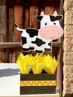 Rosa chica granja tema cumpleaños partido invitado madera   Etsy Farm Animal Birthday, Cowgirl Birthday, Farm Birthday, Barnyard Party, Farm Party, 1st Birthday Party Themes, Farm Theme, Party Items, Centerpiece Decorations