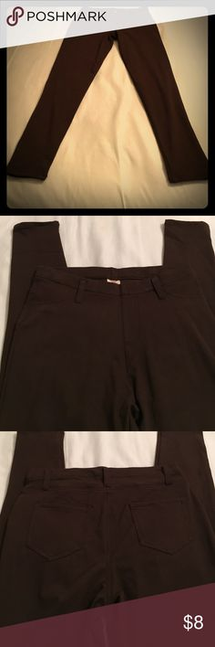 """Brown Jean Leggings NWOT! Never worn these before. I ended up buying one of every color and need to purge! Soft and comfortable. Faux pockets in front but two pockets in back. Fashioned after jeans but leggings. Approximately 39"""" long, 29"""" inseam. Size M (8-10). Pants Leggings"""