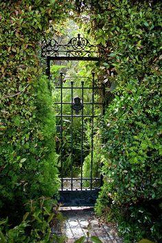 Garden Design Ideas Inspired by Romantic Fairy Tales Entrance to the Secret Garden.Entrance to the Secret Garden. Garden Entrance, Garden Doors, Garden Gates, The Secret Garden, Secret Gardens, Hidden Garden, Amazing Gardens, Beautiful Gardens, Beautiful Beautiful