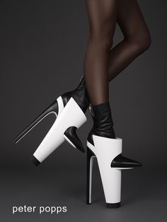(via RiNG  CONE, Avant-Garde Shoes by Peter Popps / Peter Poppsによる非常に前衛的なデザインのシューズ第四弾:RiNG  CONE | Fetish Style Info)