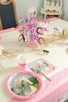 Pferde-Geburtstagsparty - Tolle Ideen für einen gelungenen Kindergeburtstag ! Mottoparty Pferd - Ponygeburtstag -Geburtstagsfeier-Sweet Table - Party Ideen - Horse Party- Party Ideas -Pony Themed Birthday Party -Einladungskarten,Spiele,Ideen ,Deko- http://sasibella.blogspot.de/