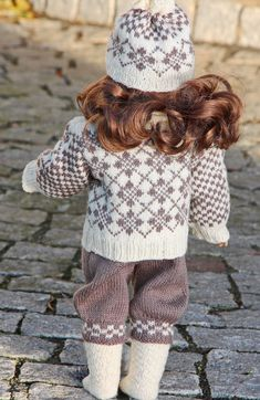 Satisfied with the result I took some lovey photos of my doll. I thought she was very nice and looked forward to go for a walk together with her. Design: Målfrid Gausel