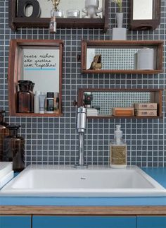 old drawers as shelves and more ideas for bathroom storage #decor #banheiros #bathrooms