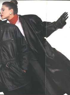 Elegant and gorgeous lady in long leather trench coat and leather gloves kisses a man Long Leather Coat, Leather Trench Coat, Leather Gloves, Leather Pants, Trench Coats, Vogue Fashion, 80s Fashion, Fashion Beauty, Gorgeous Women