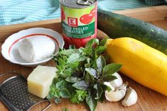 Cuketové lasagne (fotorecept) - Recept How To Peel Tomatoes, Pickles, Cantaloupe, Cucumber, Ale, Fruit, Food, Lasagna, Ale Beer