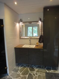 Concrete countertop bathroom. made by me  #Concrete #Countertop #White #Bathroom #Grey #Mirror