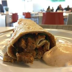 Woolf already told us: one cannot think well love well sleep well if one has not dined well. #food #foodporn #vegan #shoarma #sauce #fitgirl #tasty #gym