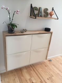 Ikea Hack, Ikea Trones, shoe storage, entry, mudroom - Ikea DIY - The best IKEA hacks all in one place Apartment Entryway, Entryway Storage, Entryway Furniture, Diy Furniture, Ikea Entryway, Ikea Shoe Storage, Ikea Hall, Furniture Removal, White Furniture