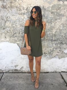 Green Open Shoulder Dress / Brown Leather Shoulder Bag / Brown Sandals cute outfits for girls 2017 Trendy Dresses, Cute Dresses, Casual Dresses, Casual Outfits, Clubbing Outfits, Floral Dresses, Mode Outfits, Dress Outfits, Fall Outfits