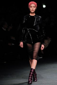 Punk exhibition- Givenchy Fall 2013 ready-to-wear Runway Fashion, High Fashion, Fashion Show, Fashion Design, Fashion Trends, Paris Fashion, Latest Fashion, Punk Chic, Givenchy Women