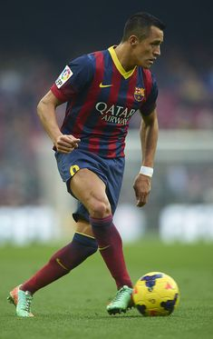 Alexis Sanchez of FC Barcelona controls the ball during the La Liga match between FC Barcelona and Valencia CF at Camp Nou on February 1, 2014 in Barcelona, Catalonia.