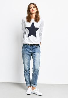 This standout knit with star motif is reversible, making it two jumpers in one and handy for travel! This standout knit with star motif is reversible, making it two jumpers in one and handy for travel! Adrette Outfits, Neue Outfits, Fall Outfits, Casual Outfits, Fashion Outfits, Womens Fashion, Fashion Tips, Mode Style, Style Me