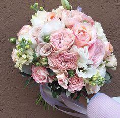 Стильный букет невесты с пионовидными розами