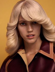 70s fashion - Devon Windsor dons a wardrobe of nostalgic 70s fashions for Wonderland Magazine's latest issue. The blonde beauty also pulls off a flipped ou...