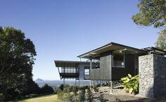 Glass House Mountains House / Bark Design Architects