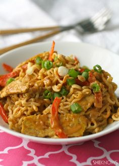 Ramen noodles with tempeh and spicy peanut sauce--This Meatless Monday dish may surprise you! Ramen noodles with tempeh and spicy peanut sauce cooks up quickly and is full of great flavor! Rice Ramen Recipe, Ramen Recipes, Veggie Recipes, Asian Recipes, Vegetarian Recipes, Cooking Recipes, Healthy Recipes, Tempeh, Tofu