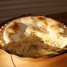 Salmon Pie I Recipe - A delicious salmon pie. It's a meal in itself. Salmon Pie, Salmon And Rice, Pate Recipes, My Recipes, Favorite Recipes, Seafood Dishes, Seafood Recipes, Canadian Dishes, Mushroom Pie
