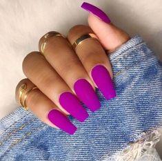 Matte coffin nails