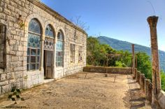 old house بيت عتيق By Philippe Simon Vernacular Architecture, Architecture Old, Old House Design, House Viewing, Beirut Lebanon, Tuscan House, Building Designs, Village Houses, Cool Countries