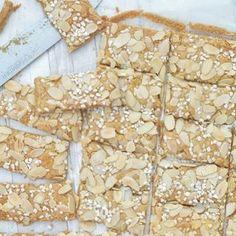 Bananen tiramisu met dulce de leche - Carola Bakt Zoethoudertjes Beer Recipes, Ginger Beer, Panna Cotta, Mousse, Bread, Vs, Desserts, Housewife, Cheating