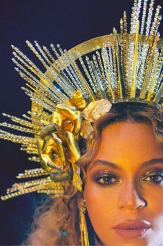 Beyonce performs live at The Grammy Awards at STAPLES Center on February 2017 in Los Angeles, California. Beyonce 2013, Estilo Beyonce, Beyonce Knowles Carter, Beyonce And Jay Z, Rihanna, Beyonce Photoshoot, Beyonce Style, Blue Ivy, Fascinators