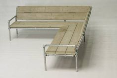 Garden bench made of wood and scaffolding tubes Pvc Furniture, Furniture Layout, Industrial Furniture, Garden Furniture, Furniture Design, Outdoor Furniture, Patio Bench, Garden Sofa, Outdoor Sofa